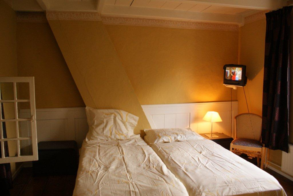 Slaapkamer Televisie : Slaapkamer televisie met e